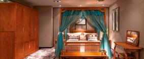 云卧架子床、床头柜、观棠衣柜